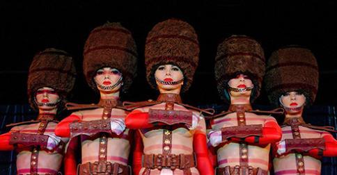 Danseuses du Crazy Horse lors de la soirée d'ouverture du Salon du chocolat 2014 à Paris